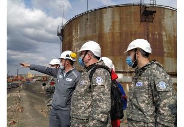 Учёные изучают последствия разлива нефтепродуктов в Красноярском крае в костюмах Биостоп®